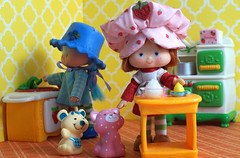 (LegionCub) Tags: strawberryshortcake blueberrymuffin cheesecake mouse custard cat dolls berry happy kitchen americangreetings kenner 1980s 80s