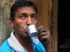 Kolkata - Thirsty man (sharko333) Tags: travel voyage reise street india indien westbengalen kalkutta kolkata  asia asie asien people portrait man cup olympus em1