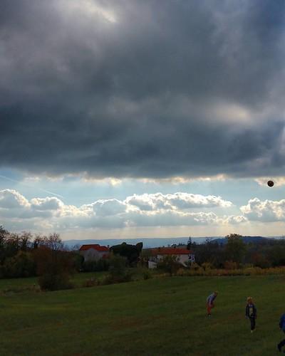 20161001  #istra #istria #oprtalj #confine #frontier #ig_croatia #zrenj #campagna #nature_perfection #igerscroatia #ig_croatia #skyline #jellow #openspace #sky #landscape #landscape_lovers #openair #sky #nature #clouds #natura #croatia #colline #view #sig
