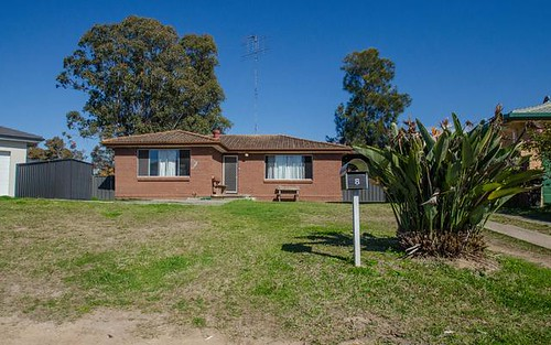 8 Hoyle Place, South Penrith NSW 2750