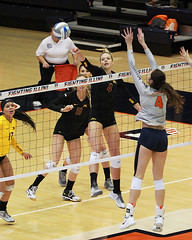 Getting around the block (RPahre) Tags: volleyball universityofminnesota universityofillinois illinois minnesota huffhall huff champaign paigetapp michellestrizak robertpahrephotography copyrighted donotusewithoutwrittenpermission
