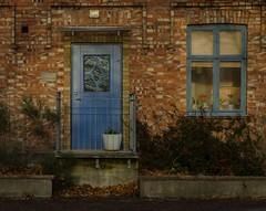 Entrance to a dentists office in Klippan (frankmh) Tags: house entrance door window brick klippan skne sweden outdoor