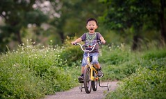 (brave22222) Tags: a7 135mmf18za boy kid child bicycle kaohsiung