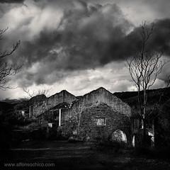 _MG_8582 (Alfonso Chico) Tags: sky blackandwhite blancoynegro landscape ruins paisaje ruinas cielo sierramorena monochromia elcentenillo