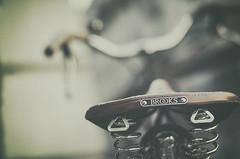Brooks (Graella) Tags: brooks bici bicicleta cycling bike vintage pars bokeh desenfoque blur transporte vehiculo vehicle