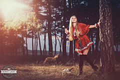 Rotkppchen im Wald / Ronny Light (Ronny Light Photography) Tags: rothkppchen rotkppchen wald wolf fuchs ronnylight little red riding hood charles perrault grimms mrchen hot    le petit chaperon rouge brdern grimm