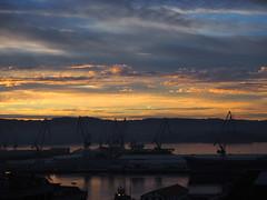Amanecer en la drsena. (lumog37) Tags: sunrise amanecer drsena dock cielo nubes