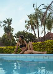 Verano (andradearnold91) Tags: pool piscina mujer bikini turbante palmeras verano summer