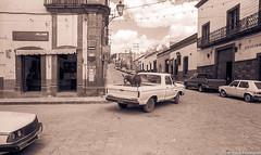 DonkeyTruckMexico84SanMiguelDeAllende (Zzzzt!Zzzzt!) Tags: mexico street streetphotography sanmigueldeallende donkey considerthepigeon truck corner
