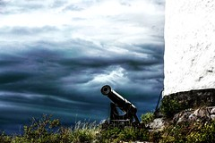 Cannon at the lighthouse on Landsort in the Baltic sea. Thunderstorm is coming. (hakon.grimstad) Tags: landsort sweden balticsea thunder sky clouds lighthouse cannon threatening summer