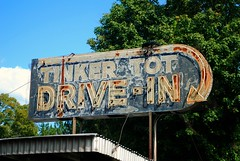 Tinker Tot Drive In, Ladysmith, Wisconsin (Cragin Spring) Tags: restaurant abandoned drivein wisconsin wi midwest rural unitedstates usa unitedstatesofamerica tinkertotdrivein ladysmith ladysmithwi ladysmithwisconsin sign vintage vintagesign arrowsign rust rusty oldsign neon neonsign