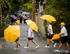 To the school (Pablo Arrigoni) Tags: japan japn japanese children childrens child chicos chico umbrella paraguas amarillo yellow green verde color colores walk walking caminar caminante street calle urban urbano people gente asia asian pavimento paviment asfalto asphalt raining lluvia cap gorra canon eos eos70d 18135 70d