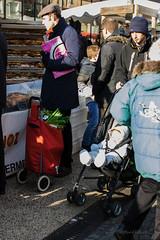 03012015-IMGP0014 (henricottin) Tags: anorak bleu bonnet bã©bã© bã©ret cabas chambery chambã©ry dimanche enfant froid gens hiver homme marchã© matin poireau pouletrã´ti poussette rouge sac samedi vert ville ã©tal