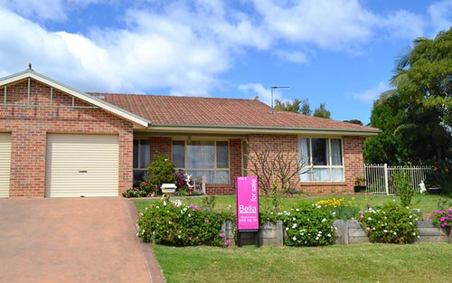 2/1 Combe Drive, Mollymook NSW 2539