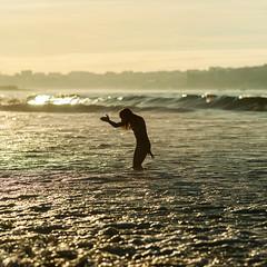 Feel it like a Fish (migajiro) Tags: surf migajiro sony alpha900 sea mar beach playa atardecer sunset silueta silouette ltytr1