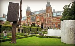 Le parc  droite du Rijksmuseum, Amsterdam, Nederland (claude lina) Tags: claudelina nederland netherlands paysbas hollande amsterdam muse museum rijksmuseum jardin garden oeuvre fontaine fountain