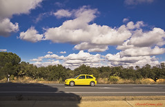 El coche amarillo y las nubes  -  The yellow car and the clouds (ricardocarmonafdez) Tags: carretera road coche car cielo sky clouds nubes luz light color azul blue arbol tree amarillo yellow paisaje ricardocarmonafdez 60d ricardojcf landscape canon