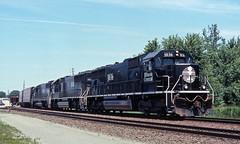 Black Beauties (GRNDMND) Tags: trains railroads illinoiscentral ic deathstar locomotive emd sd70 barstow bnsf illinois