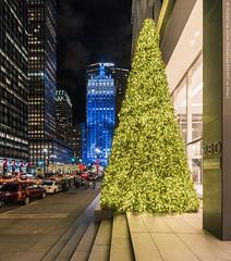 Park Avenue Lights (20161202-DSC06206) (Michael.Lee.Pics.NYC) Tags: newyork 280parkavenue helmsleybuilding metlifebuilding night cityscape architecture holiday christmas tree lights display sony a7rm2 voigtlanderheliar15mmf45