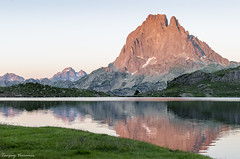Pic du midi d'Ossau - Pyrenees - France (Tanguy V) Tags: sunset mountain montagne landscape soleil coucher lac pic paysage bearn ossau bivouac ayous bersau