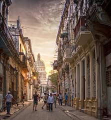 La Habana (Vercaba) Tags: street sky orange sun luces photo calle arquitectura photographer cuba arts pic colores cielo nubes habana hdr architectura atarceder perspectiv