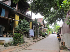 "Luang Prabang: notre quartier, côté Mékong. <a style=""margin-left:10px; font-size:0.8em;"" href=""http://www.flickr.com/photos/127723101@N04/23783068321/"" target=""_blank"">@flickr</a>"