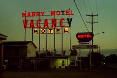 Mabry Court Motel, Vandalia, Illinois 1989. (63vwdriver) Tags: sign vintage court illinois neon dusk motel il 1989 vacancy mabry vandalia