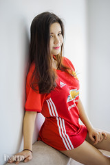 DSC00121 (inkid) Tags: winnie choo manchester united jersey man utd asianbabe petite photography indoor sony a900 dslr red pretty asian asianchick asiangirl asiangirls asianmodel asianwomen babe beautiful fashion girl girls lady longhair model models portrait woman women 50mm f14 carl zeiss planar t za lens sal50f14z bokeh dof