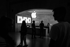 Apple Grand Central, New-York (Thierry-Photos) Tags: grandcentral apple trielmarwate leica newyork applestore leicam8