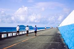 Orchid Island Marathon (hiphopmilk) Tags: nikonfm2n nikonfm2 nikon fm2 35mm 135film film analog analogue kodak nikkor jaredyeh hiphopmilk taiwan lanyu orchid island pongso no tao yami ivalino marathon run people sea ocean blue sky running storage unit
