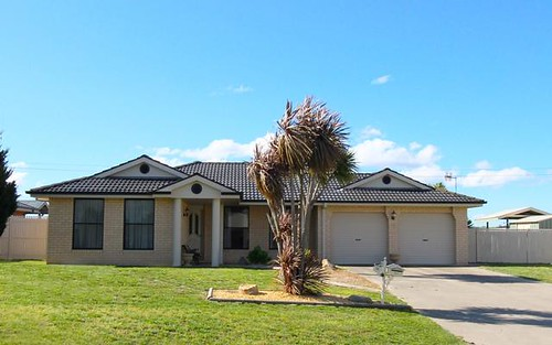 16 McCarthy Close, Eglinton NSW 2795