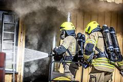 lmh-røyken005 (oslobrannogredning) Tags: bygningsbrann brann nedbrenning nedbrenningsøvelse flammer røykdykker røykdykkere røykdykking øvelse trening