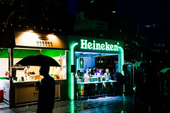 3A2A3034_adj (arsong) Tags: eos5diii human light night streetsnap
