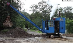 Steam excavator (Schwanzus_Longus) Tags: tractor building green field wheel buildings germany construction rust factory outdoor rear machine rusty cable bulldog steam german vehicle farmer loader trusty osnabrück lanz excavator facilities terex