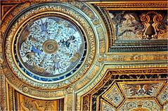 Nous sommes toujours dans la chambre à coucher d'Anne d'Autriche.  Elle la fit décorer par les peintre Jean Corelle et Gilbert de Sève vers 1660. Le plafond est du peintre Jean Corelle (Barbara DALMAZZO-TEMPEL) Tags: france château fontainebleau intérieur seineetmarne louisxiii chambredannedautriche