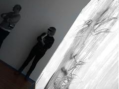 Beamer (Ekatharina) Tags: film handy foto display fenster spiegel menschen beamer blick acryl personen szene beobachten schwarm wahrnehmung gedanken ebenen anschauen