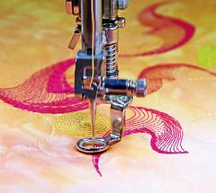 P1000808-001_Magenta-naehen (Bernina International AG) Tags: inspiration magazine pattern embroidery sewing patterns 64 quilting ideas magazin sticken nhen quilten sewinginstructions nhprojekt berninainspiration inspirationno64