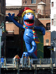 Grover Balloon (meeko_) Tags: christmas newyork monster orlando florida balloon sesamestreet grover universal studios muppet universalstudios themepark universalorlando universalstudiosflorida universalchristmas