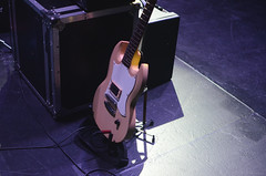 La Mujer Pájaro (Noxi.) Tags: digital music concert concierto música toque band banda rock instruments musicinstrument guitar bass drums lights indoor luces escenario trastienda latrastienda montevideo uruguay nikon nikond7000 nikkor 35mm