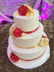 Red & Gold Roses Wedding Cake