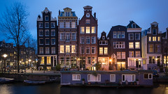Amsterdam (Yann OG) Tags: amsterdam paysbas hollande canal canaux heurebleue bluehour 169 dusk crpuscule nuit night cityscape architecture