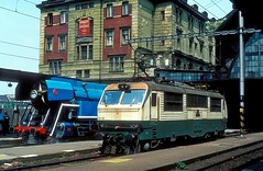 E499 2012  Praha hl. n.  20.05 82 (w. + h. brutzer) Tags: prahahln eisenbahn eisenbahnen train railway elok tschechien webru analog nikon 150 slowakei zug cd zsr