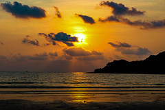 Yellow (Cathy_abd) Tags: koh kood kut thalande plage palmier asie sans personnage du sudest bleu ciel destination de voyage eau en surplomb horizontal imageencouleur jour mer paradisiaque paysages photographie prisedevueenextrieur sable tourisme cathyabd night nuit coucherdesoleil