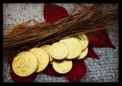 Spinning Straw Into Gold (Jules (Instagram = @photo_vamp)) Tags: fairytales photochallenge rumpelstilskin gold coins straw leaves
