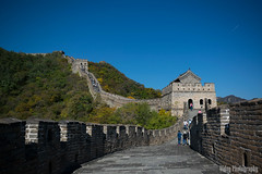 The Great Wall of China - Vibrant Colours (Oidoy Photography) Tags: mountains asia asian hill outdoor history chinese architecture atumn sky blue sunny hills mountain travel beijing china great wall hauirou mutianyu nature landscape breathless mountainside vibrant color colours october travelphotography