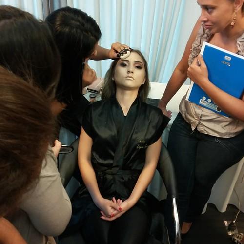 Hoje foi dia de aprimoramento top com a mestra das maquiagens @ligianeflorencio. Perfeito