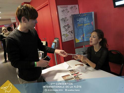 Séance de dédicace avec Jasmine Choi