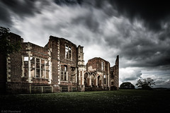 Empty shell (Anthony Plancherel) Tags: architecture bedfordshire category england external houghtonhouse places travel sigma1020mm canon70d canon travelphotography architecturephotography home statelyhome huntinglodge lodge brick shelter construction cloud clouds greyclouds sky longexposure english british uk unitedkingdom greatbritain britain grass lawn daisies landscapephotography landscape
