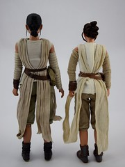 Hot Toys Rey vs DS Elite Premium Rey - Free Standing - Full Rear View (drj1828) Tags: starwars theforceawakens rey figure actionfigure sideshow hottoys purchase disneystore eliteseries premium posable 10inch 11inch sideshowcollectibles deboxed sidebyside