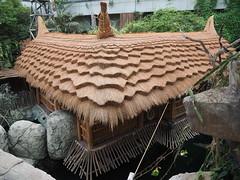 Strohdach (1elf12) Tags: germany deutschland zoo aquarium rooftops hamburg htte straw hut architektur dach dcher tropen strohdach hagenbeckstierpark tierparkhagenbeck tropenaquarium tropenwelt